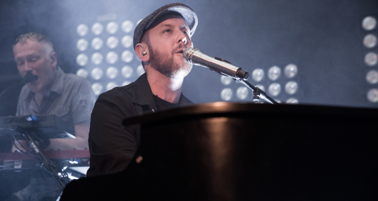 """Matt Simons Takes Legal Action Against UMG Over Allegedly Unpaid """"Catch & Release"""" Royalties"""