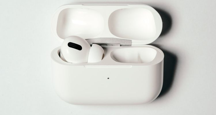 One AirPod Not Working? How to Diagnose and Fix the Issue